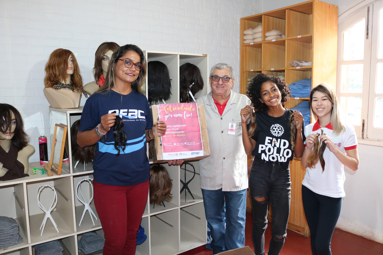 Mais de 200 mechas de cabelo foram arrecadadas em toda Rede EFAC e serão transformadas em perucas para os pacientes com câncer que fazem tratamento no Hospital Amaral Carvalho.